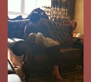 一看到小宝贝心情就很好,奶爸的日常
