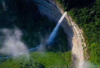 航拍重庆龙岩瀑布 如银河倒泻