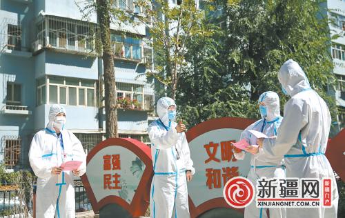 【夺取疫情防控和经济社会发展双胜利】社区送感谢信点赞志愿者