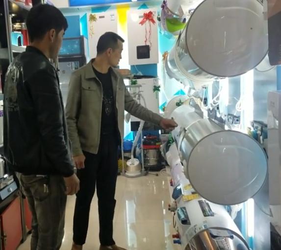 结业学员阿不都乃比江开了一家电器店