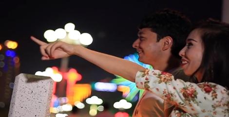 【明天更美好】电信客服姑丽加娜提和男友观看喀什夜景