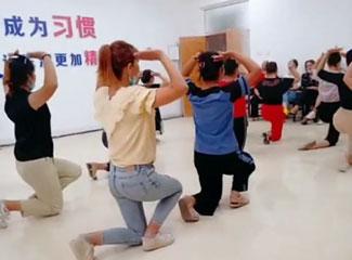 【明天更美好】排练跳舞