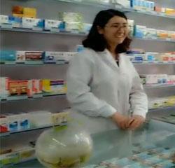 在药店上班的米热古丽