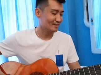 【明天更美好】米克如拉为大家弹奏吉他
