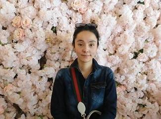 """古丽娜尔的""""百万朵玫瑰""""餐厅"""