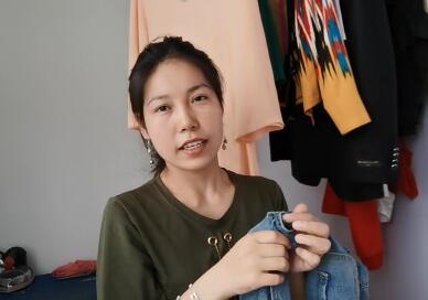 【明天更美好】热依汗古丽在介绍自己改好的裙子和需要修改的裤子