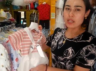 这些小裙子和睡衣适合2到3岁的小孩子穿的