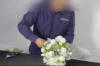 花艺老师手把手教学花束包装技术
