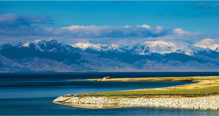 """冬日赛里木湖:被""""魔法封印""""的蓝宝石"""