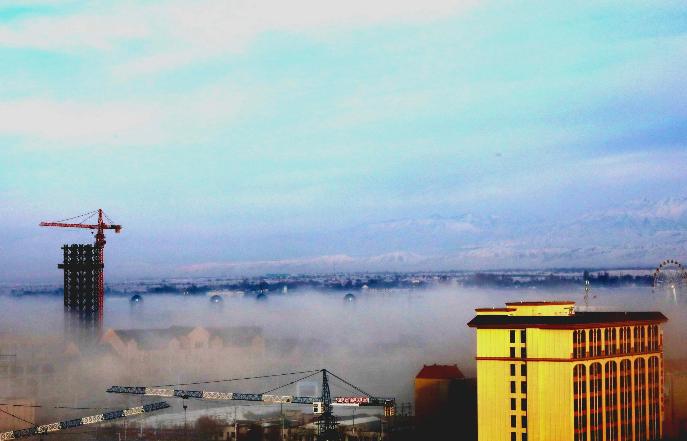 """新疆霍尔果斯:""""天空之城""""仿佛屹立云端"""