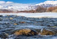 霍尔果斯:河水潺潺 春苗破土