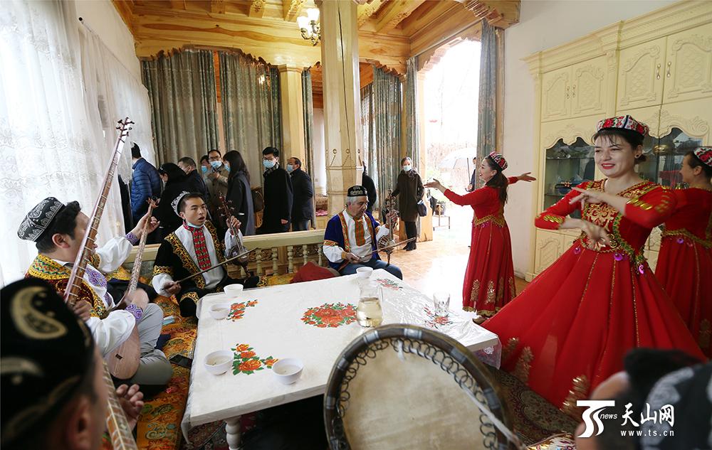 """大使看新疆   我们看到新疆的棉花""""很"""