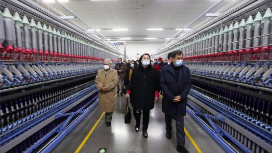 """我们看到新疆的棉花""""很忙"""""""