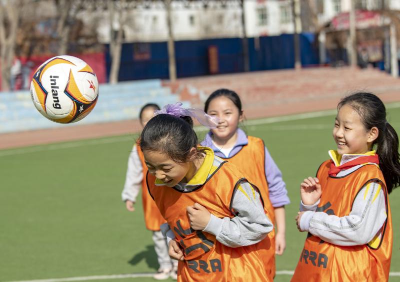 新华全媒+丨夏教练和他的女足队