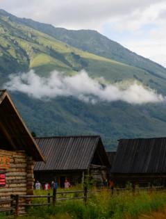 夏日里的新疆禾木村