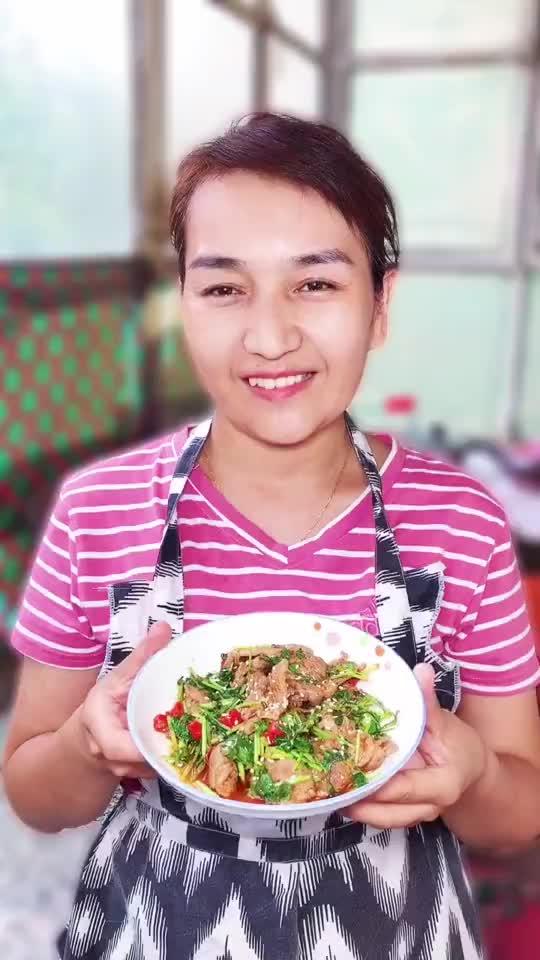 这里是新疆丨香菜炒肉