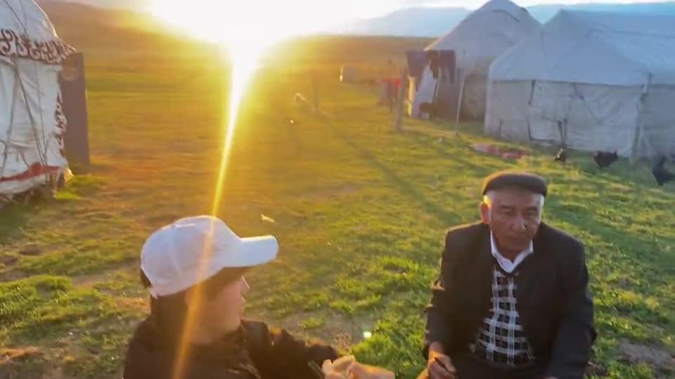 这里是新疆丨晚霞下的一餐