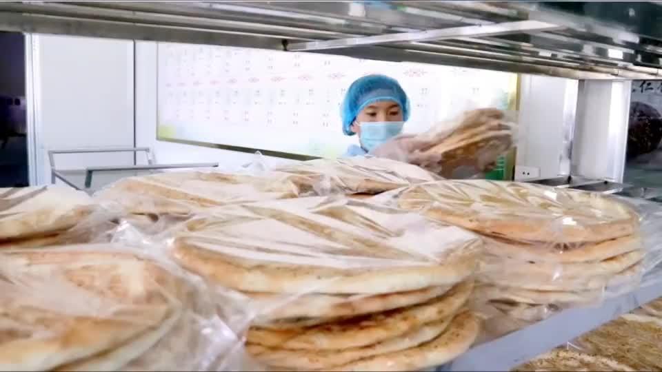 """这里是新疆丨把幸福收入""""馕""""中"""